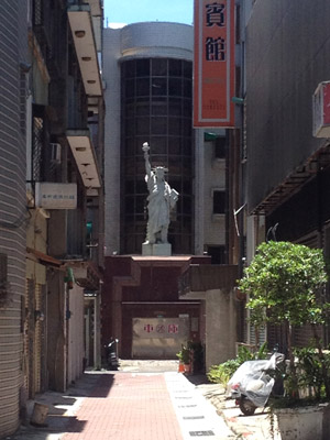 I was wandering along the street when I noticed that down the end of a narrow alley there was a mini Statue of Liberty. Kind of surprised me, but also was a nice thing to see.