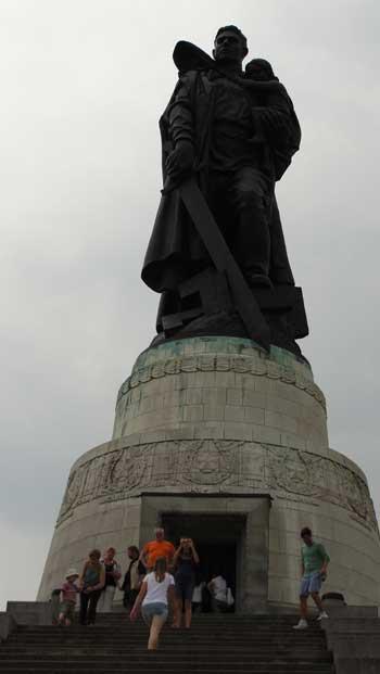 Soviet Memorial, Ken Curtis, Berlin